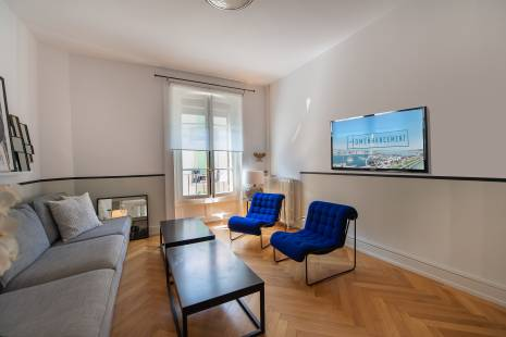 Beautiful renovated apartment beside Lake Geneva